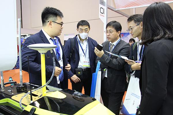 觀眾了解中海達iBoat智能無人測量船產品-(1).jpg